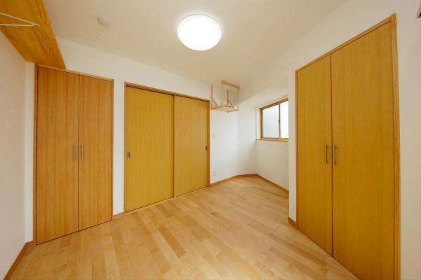 木製建具の洋室